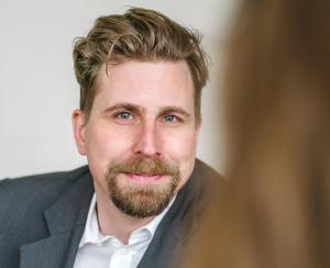 Portraitfoto: Jürgen Ebner