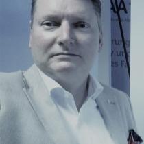 Portraitfoto: René Wilfried Cerne