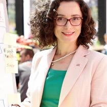 Portraitfoto: Asetila Köstinger